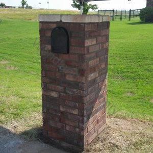 Masonry straight brick with simulated stone cap